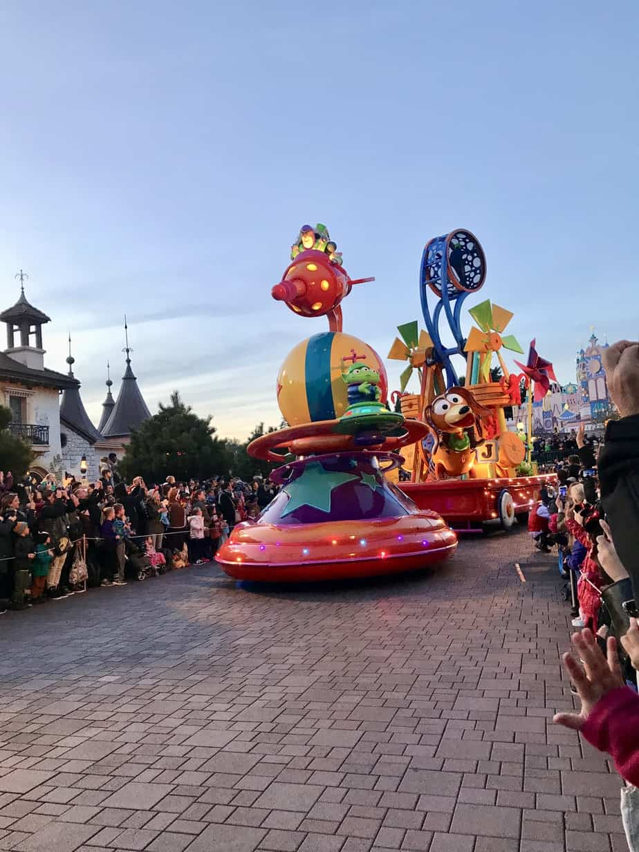 Secrets at disneyland paris during the parade sometimes floats disperse scents