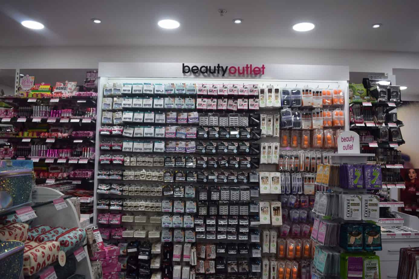 The beauty outlet eyelash bar