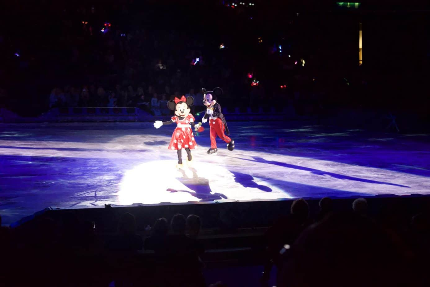 Mickey mouse and Minnie mouse who led the show of Disney on ice