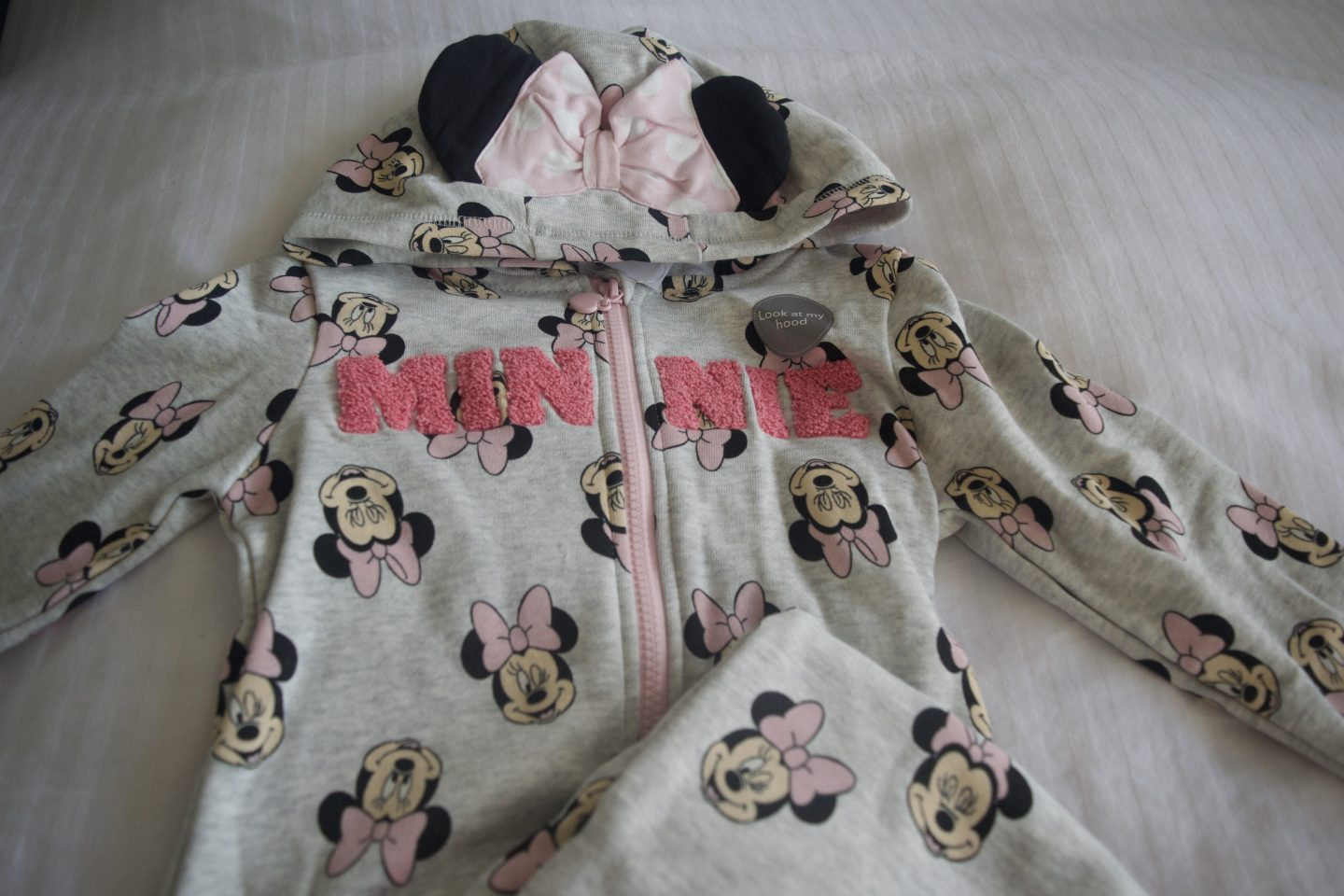 W's Minne Mouse tracksuit included in the Disney reveal box