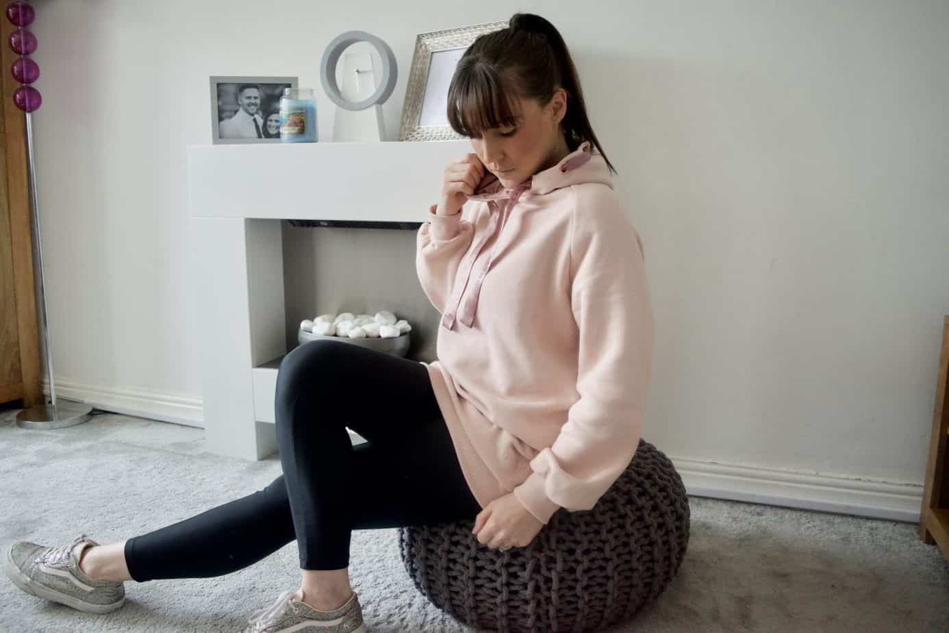 Super comfort wearing the HKMX hooded sweater from the new Doutzen Dk1985 sportswear range