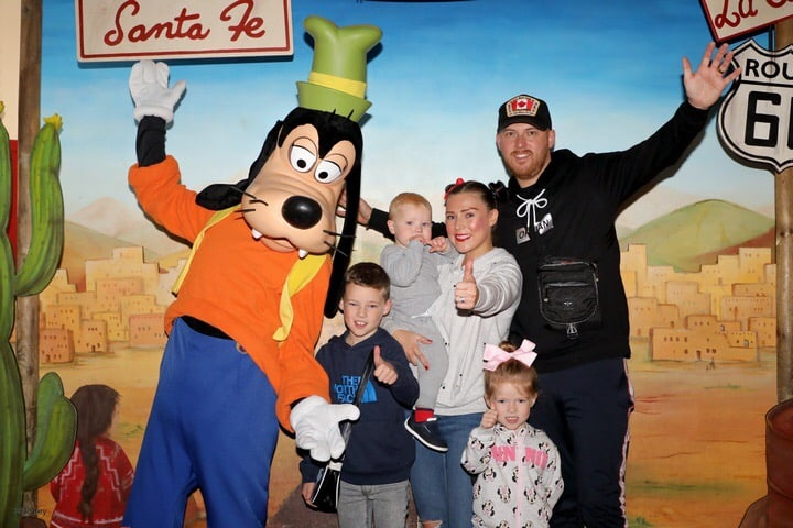 Us 5 meeting Goofy at Sante Fe Hotel - Disneyland Paris Trip report