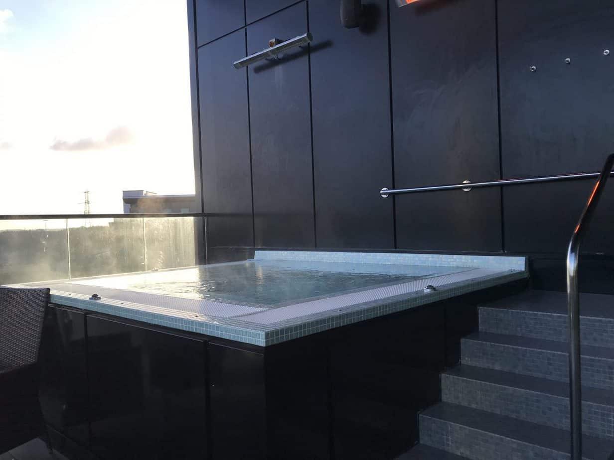 Outdoor Hot tub at Santai Spa