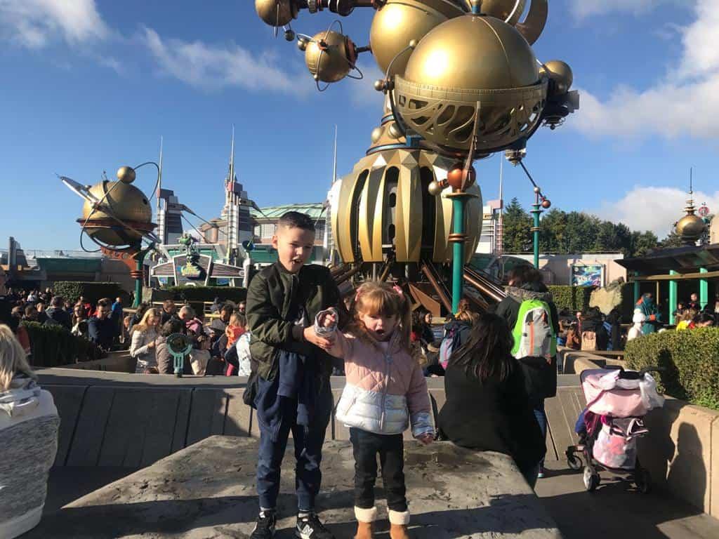 B and W outdie Orbitron at Disneyland Paris