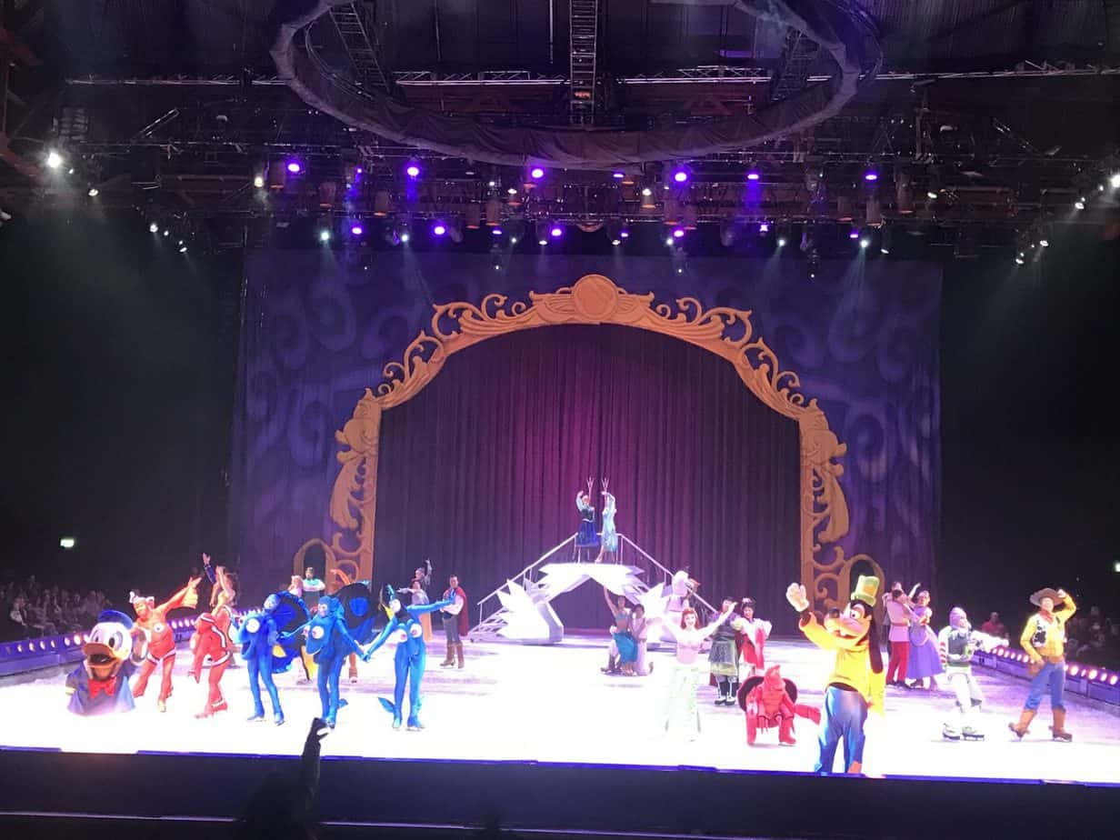 A final farewell from all the characters of Disney on Ice