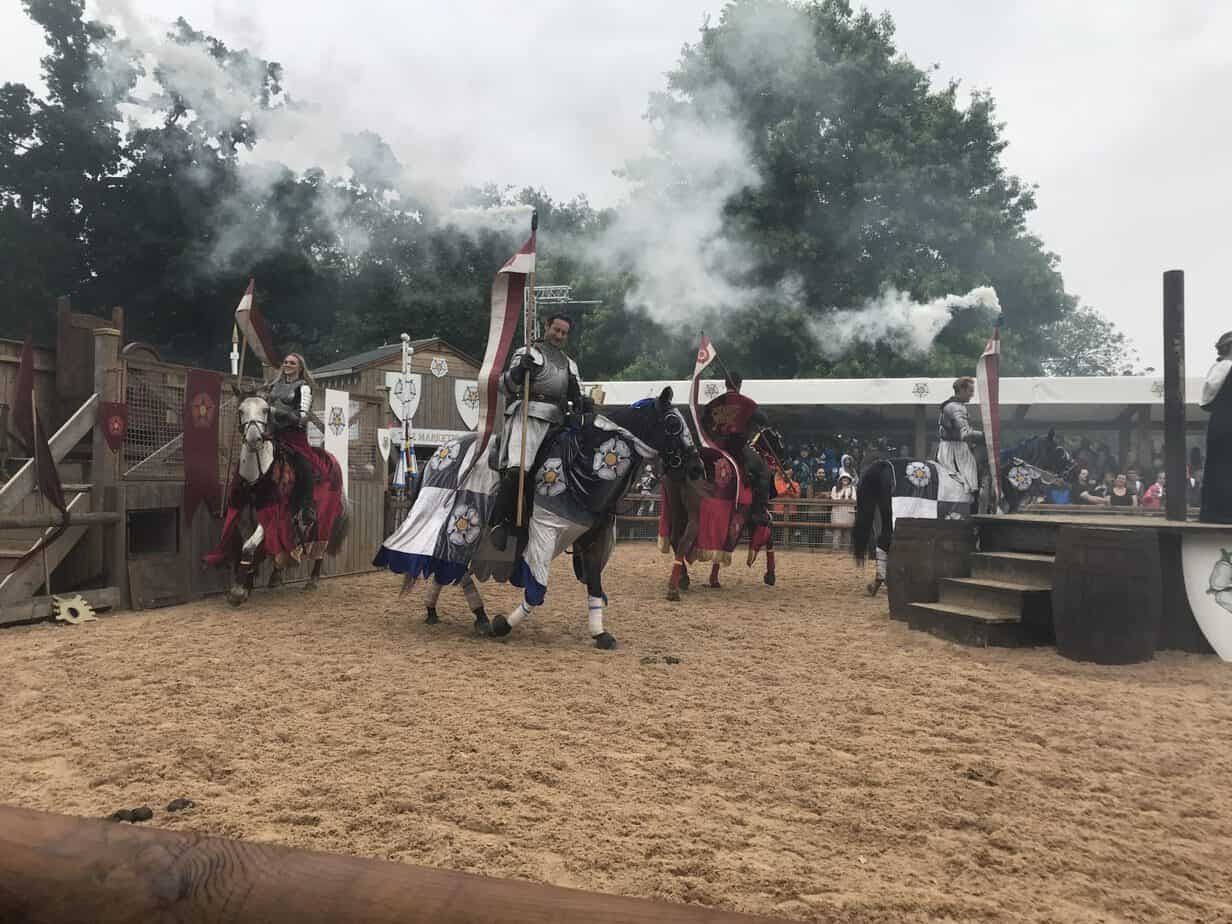 War of the rose at Warwick castle