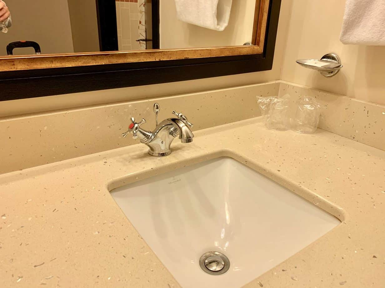Sink area inside a standard room at Seqouia Lodge at Disneyland Paris