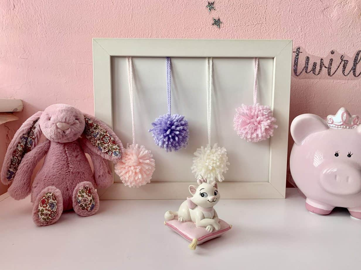 pom pom frame with box frame and yarn