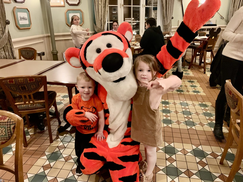 Meeting Tigger at Inventions Character Dining Disneyland Paris