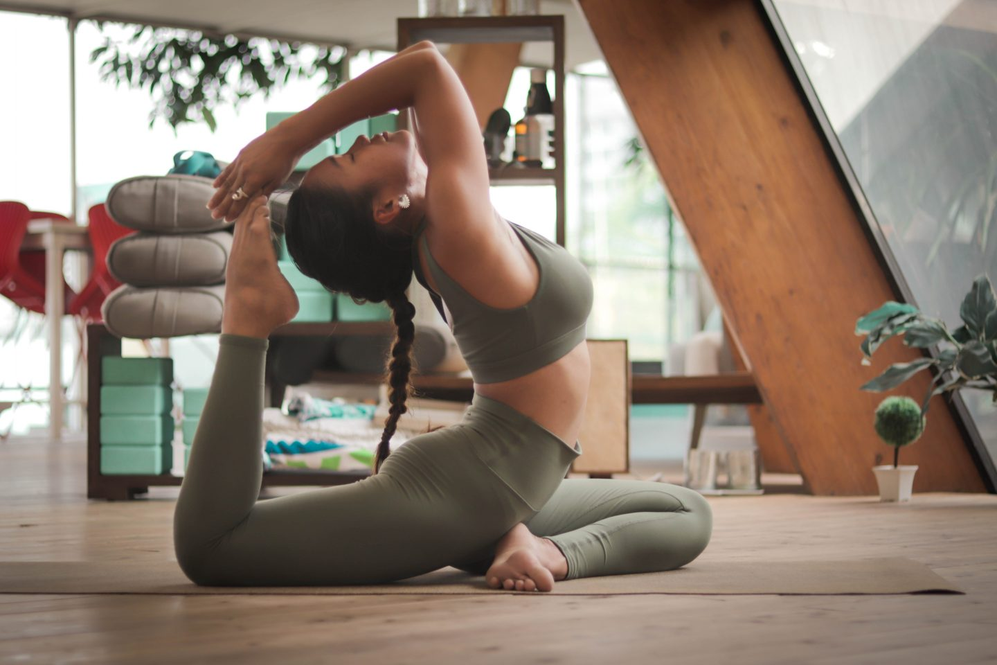 stretch leggings are on the list of things to buy before your first yoga class