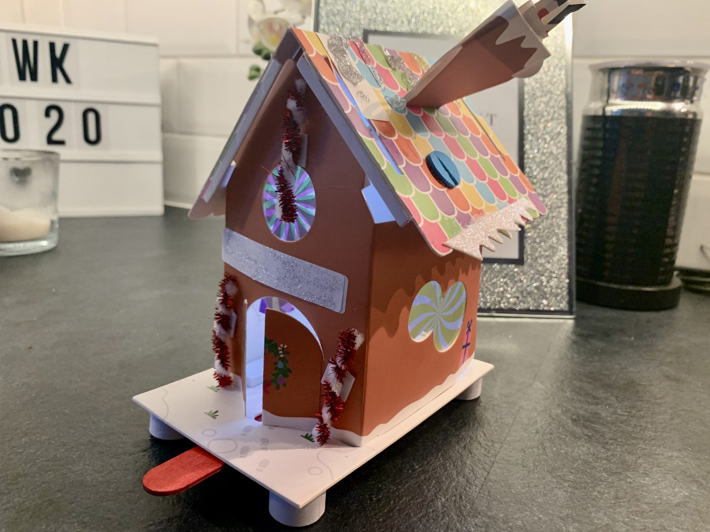 finished arts and craft gingerbread house toucanBox