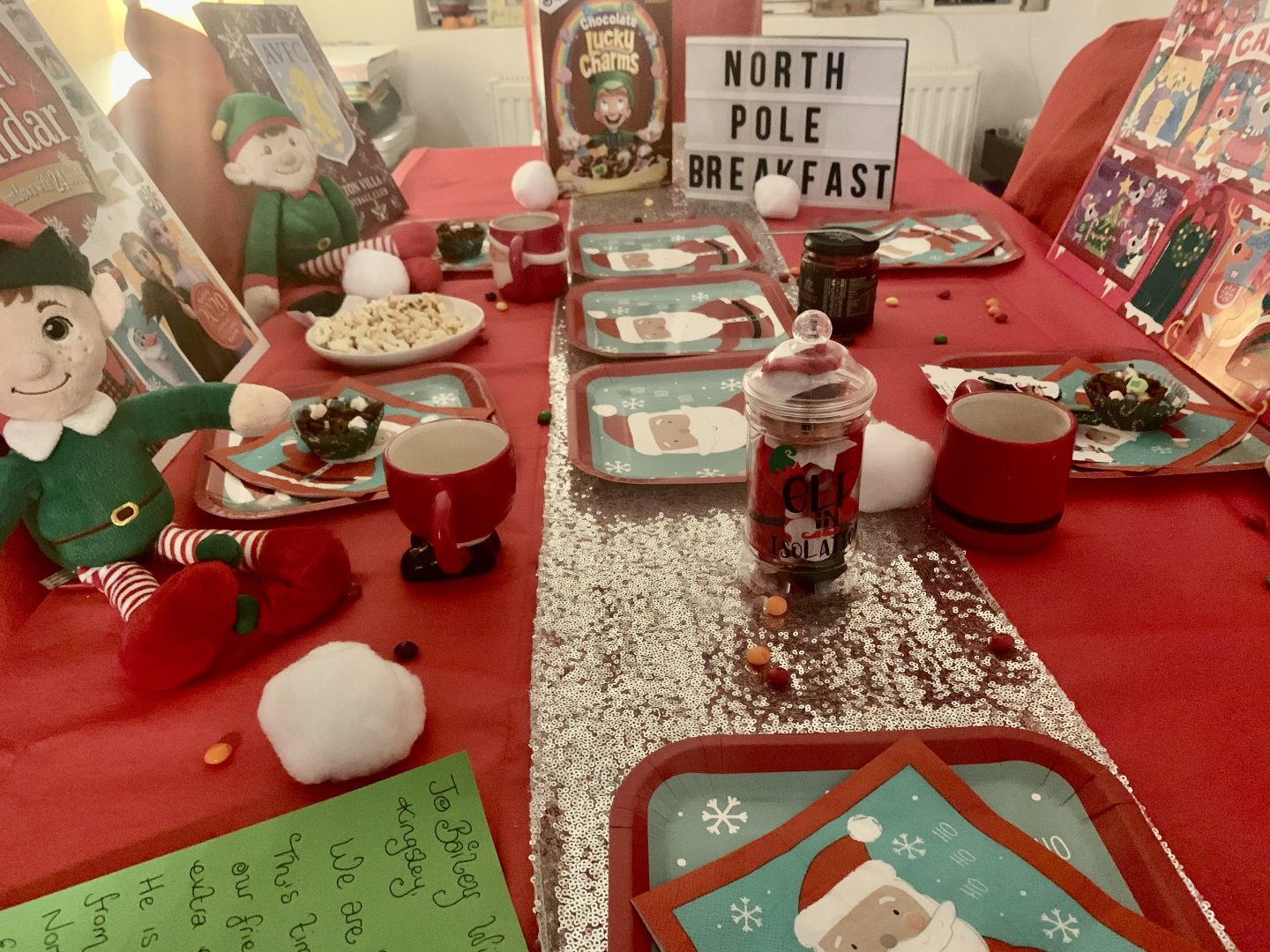 Finished look with food, sweets, decorations and table ware for our north pole breakfast