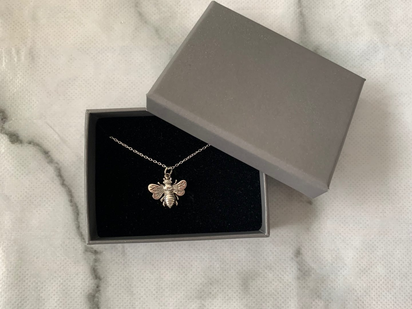 jewel editions bumble bee necklace review